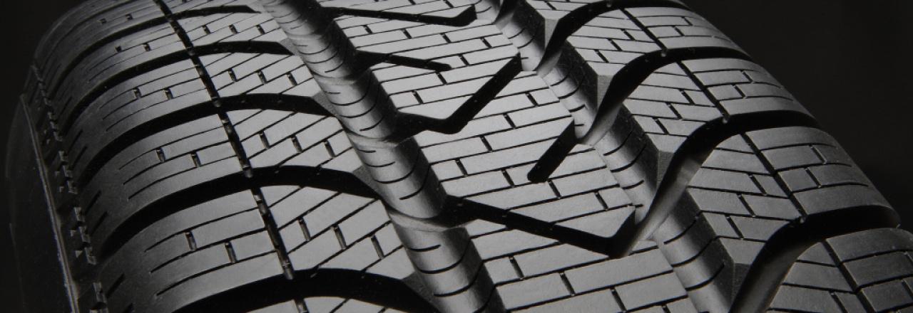 Autoprůmyslu hrozí nedostatek pneumatik. Čína a USA skupují zásoby kaučuku