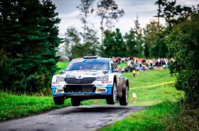 Jan Kopecký vítězem jubilejní Barum Czech Rally Zlín. Pilot dealerského týmu ŠKODA slaví zisk osmého mistrovského titulu.